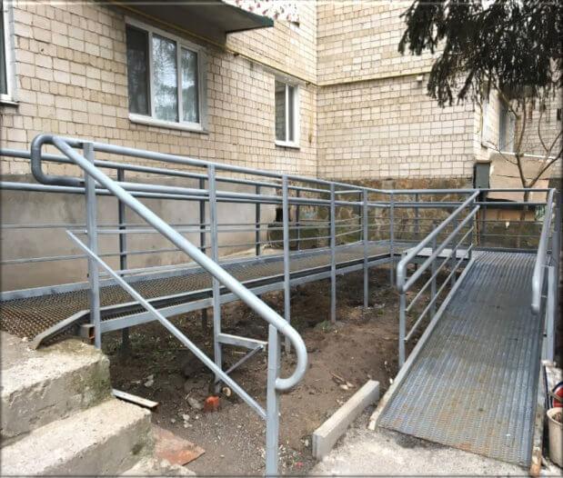 110 одиниць громадського транспорту Вінниці облаштовані низькою підлогою для зручності користування людьми на візках. вінниця, доступність, пандус, інвалід, інвалідність