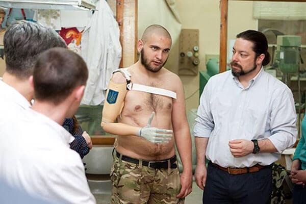 """""""Айдаровец"""" Василий Пелиш: """"Я выпросил себе вторую, рабочую, группу инвалидности. А вдруг рука отрастет?"""". василий пелиш, айдаровец, инвалид, инвалидность, протез"""