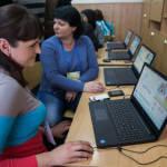 Світлина. Освітяни інклюзивних шкіл Запорізької області пройшли тренінг з використання комп'ютерних технологій у навчальному процесі у рамках соціальної програми Марини Порошенко. Навчання, особливими освітніми потребами, інклюзивна освіта, тренинг, Запоріжжя, Марина Порошенко