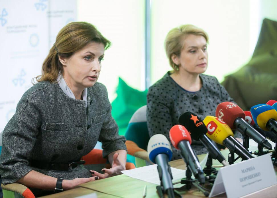 Марина Порошенко та Лілія Гриневич презентували і передали ноутбуки з інтерактивними програмами навчання для інклюзивних шкіл Запорізької області (ФОТО)