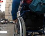 """Інвалідний візок – ще не вирок: проект """"ДоступноUA"""" набирає обертів (ВІДЕО). дмитро щебетюк, візочник, пандус, проект """"доступноua"""", інвалідність, outdoor, person, wheel, land vehicle, vehicle, tire, car, auto part. A person riding on the back of a car"""