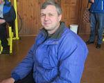 Сергей Шурута рассказал, как живется черниговцам с ограниченными потребностями. сергей шурута, чернигов, инвалид, пауэрлифтинг, спинальник, person, clothing, floor, smile, human face, jacket, man, jeans, people, blue. A group of people sitting at a table