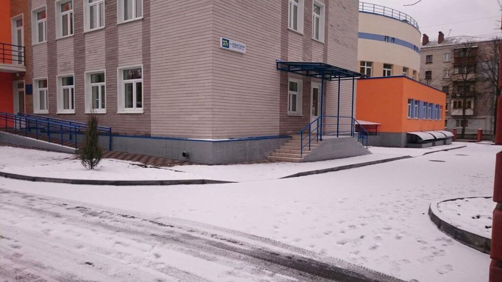 Керівництво Центру соцреабілітації дискримінує дітей за ознакою інвалідності. дцп, київ, центр соцреабілітації, інвалідність, інтеграція, building, snow, outdoor, house, window, way, sidewalk. A house covered in snow