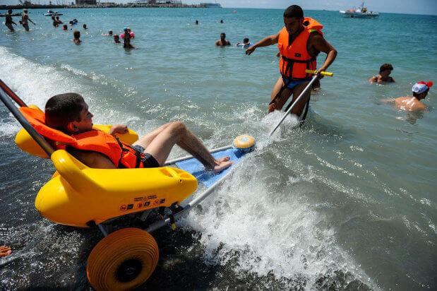 Впервые в Украине: на киевских пляжах появятся кресла-амфибии. киев, инвалид, кресло-амфибия, ограниченными возможностями, пляж