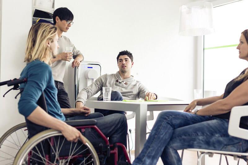 Чи правомірно залучати інвалідів до роботи в надурочний час?. іпр, медичні рекомендації, надурочний час, трудова діяльність, інвалід, person, clothing, furniture, man, indoor, footwear, smile, seat, people, human face. A couple of people that are sitting on a chair