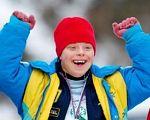 Знайди себе — допоможи слабшому. спеціальна олімпіада, відхилення розумового розвитку, змагання, спортсмен, інвалід, person, smile, human face, clothing, yellow, work-clothing. A boy wearing a hat