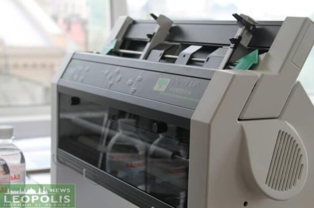 Фонд «Давай допоможемо» передав незрячим львів'янам принтер Брайля. львів, вади зору, незрячий, принтер брайля, інвалід