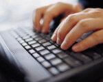 В Івано-Франківську людей з інвалідністю по зору навчатимуть комп'ютерній грамотності. івано-франківськ, комп'ютерна грамотність, навчання, проект, інвалідність, keyboard, electronics, indoor, computer keyboard, computer, person, laptop, hand, mac. A person sitting in front of a computer keyboard