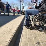 Світлина. Акция «Небезопасный город»: Старосенная площадь опасна для инвалидов, а активисты подают на мэрию в суд. Безбар'ерність, инвалид, пандус, ограниченными возможностями, Одесса, колясочник