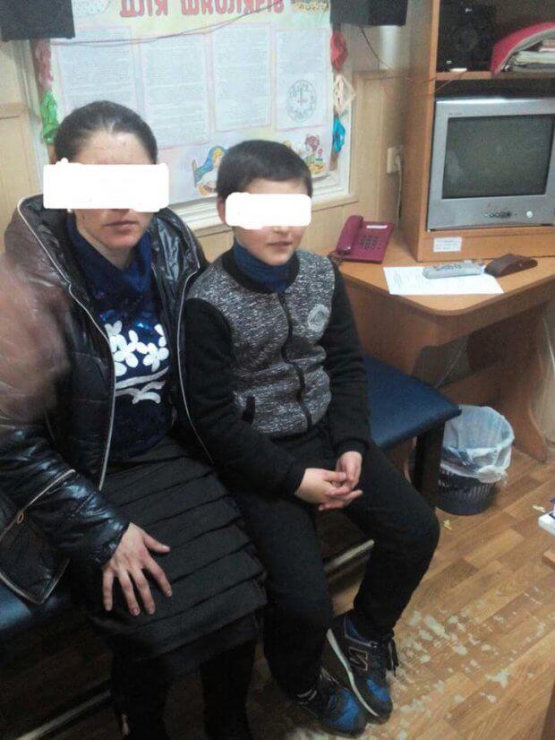 У Полтаві мати змушувала дитину жебракувати й прикидатись інвалідом. полтава, допомога, жебракування, милостиня, інвалід