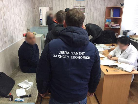 На Луганщині поліція затримала на хабарі керівника міжрайонної медкомісії (ФОТО)