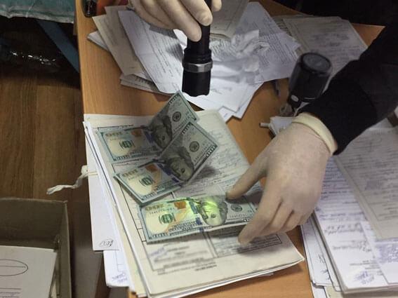 На Луганщині поліція затримала на хабарі керівника міжрайонної медкомісії. луганщина, медик, хабар, інвалід, інвалідність