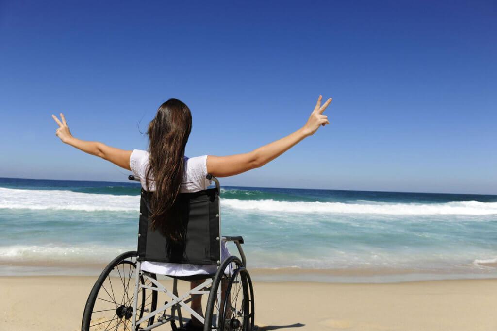Безбар'єрний туризм. обмеженими можливостями, особливими потребами, інвалід, інвалідність, інклюзивний туризм, sky, water, outdoor, beach, person, ocean, clothing, woman, shore. A person standing on a beach near a body of water