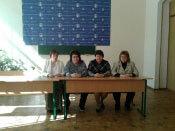 В Запорожье прошел семинар, посвященный проблемам аутизма. запорожье, инна сергиенко, аутизм, инвалид, семинар, floor, person, indoor, furniture, desk, table, dining table. A group of people sitting at a table
