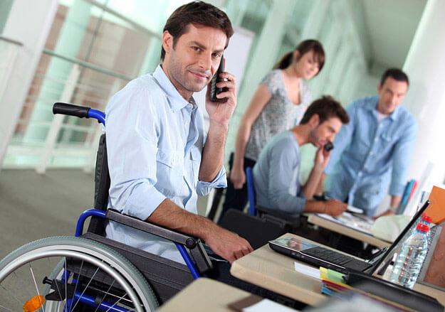 В управлінні Держпраці Полтавської області розповіли про відпустки для інвалідів. відпустка, законодавство, працівник, тривалість, інвалід, person, man, clothing, computer. A man with a bicycle in front of a laptop