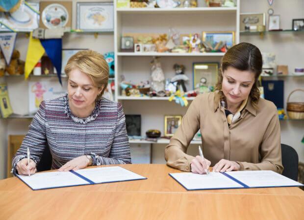 Марина Порошенко та Лілія Гриневич поширюватимуть інклюзивну освіту в дитсадках, школах та училищах України ЛИЛИЯ ГРИНЕВИЧ МАРИНА ПОРОШЕНКО МЕМОРАНДУМ ІНВАЛІДНІСТЬ ІНКЛЮЗИВНА ОСВІТА