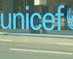 Послуги з раннього виявлення проблем розвитку у дітей можуть надавати сімейні лікарі. особливими потребами, педіатр, раннє втручання, сімейний лікар, інвалідність, outdoor, screenshot, sign. A sign on the side of a building