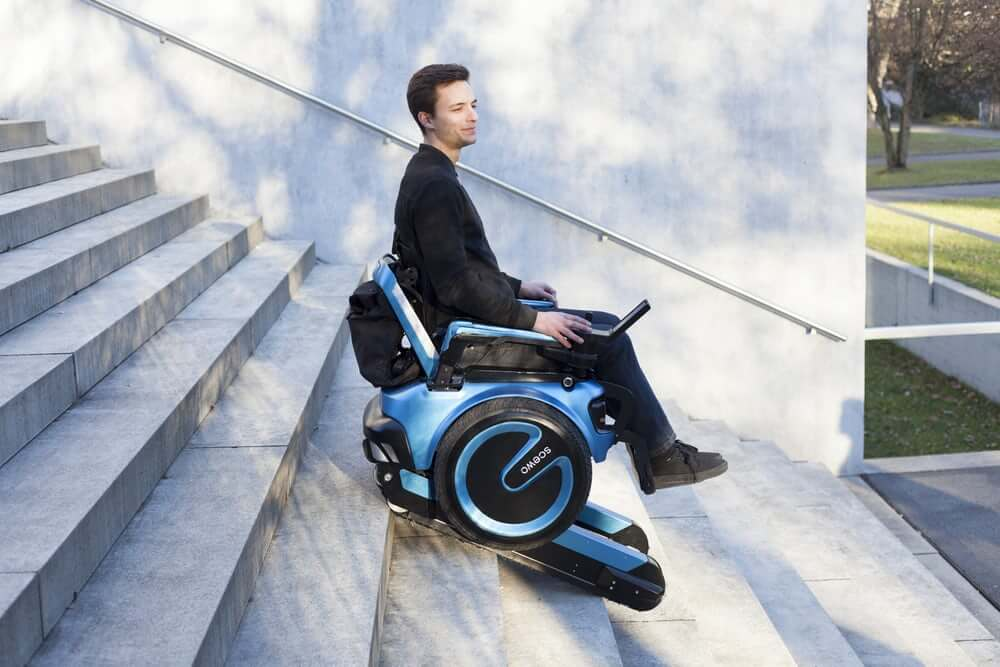 В Швейцарии разрабатывают инвалидную коляску способную ездить по лестницам (ФОТО, ВИДЕО)