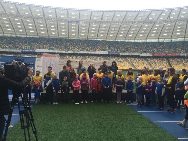 Прес-реліз: 200 бігунів та 20 дітей з аутизмом тренуються разом на підтримку всіх малюків-аутистів України «KIDS AUTISM GAMES» НСК «ОЛИМПИЙСКИЙ» АУТИЗМ СОЦІАЛІЗАЦІЯ ТРЕНУВАННЯ