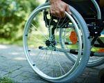 Експеримент на інвалідному візку: чи готова столиця прийняти гостей з обмеженими можливостями (ВІДЕО). євробачення, київ, олег іваненко, доступність, інвалідність, bicycle, outdoor, grass, bicycle wheel, ground, tire, bike, land vehicle, vehicle, sports equipment. A wheel of a bicycle
