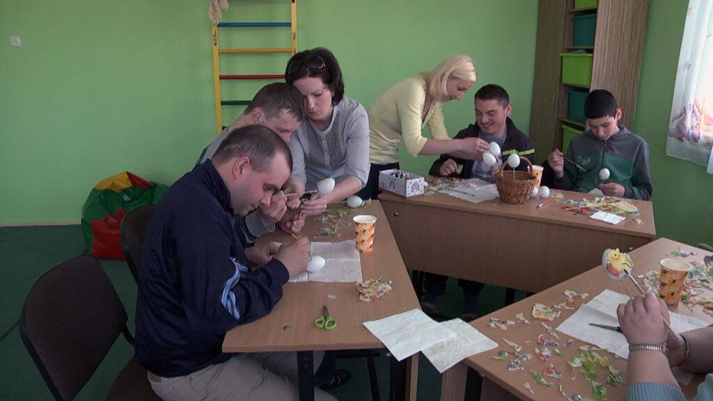 У Коломийському реабілітаційному центрі відкривають денне відділення для молоді (ВІДЕО). коломия, реабілітаційний центр, денне відділення, особливими потребами, інвалідність, table, person, sitting, indoor, clothing, man, food, human face, people, woman. A group of people sitting at a table