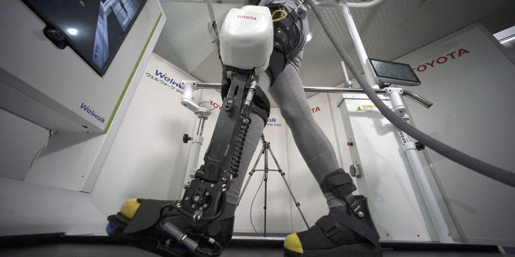 Welwalk WW-1000: Toyota создала гаджет для помощи частично парализованным людям. toyota, welwalk ww-1000, гаджет, паралич, роботизированное устройство, indoor, sport, tripod, exercise device