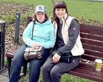 Дівчинка, що любить увесь світ. Історія особливої лучанки. невиліковна хвороба, неповносправна дитина, синдром дауна, страшний діагноз, інвалідність, person, bench, outdoor, sitting, ground, clothing, woman, grass, smile, park. A woman sitting on a bench