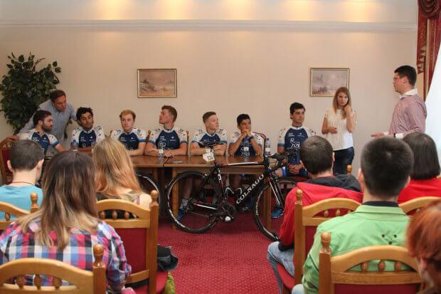 Американские спортсмены поддержали украинскую молодежь, болеющую сахарным диабетом. американские спортсмены-велогонщики, болезнь, велогонка race horizon park, команда novo nordisk, сахарный диабет