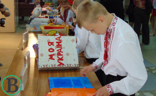 У Черкасах презентували першу в Україні бібліотеку тактильних книжок для слабозорих та незрячих дітей. черкаси, бібліотека, незрячий, слабозорий, тактильна книжка