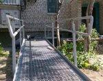 Участники «Бизнес-инкубатора» возьмутся в Николаеве за обустройство пандусами домов, где живут колясочники. бизнес-инкубатор, николаев, инвалидность, колясочник, пандус, outdoor, ground, building, brick, window, composite material, plant, house, stairs, porch. A bench in front of a brick building