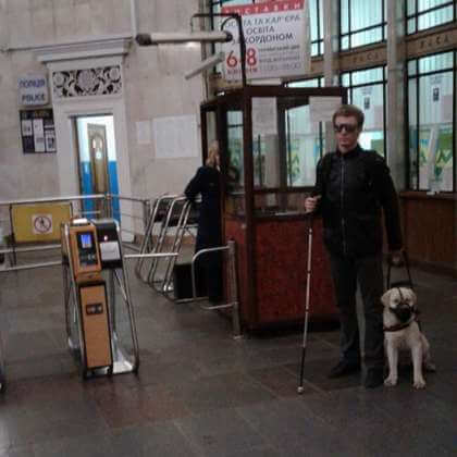 Як адаптувати метро під потреби незрячих з собаками-поводирями?. вади зору, метро, незрячий, собака-поводир, інвалід