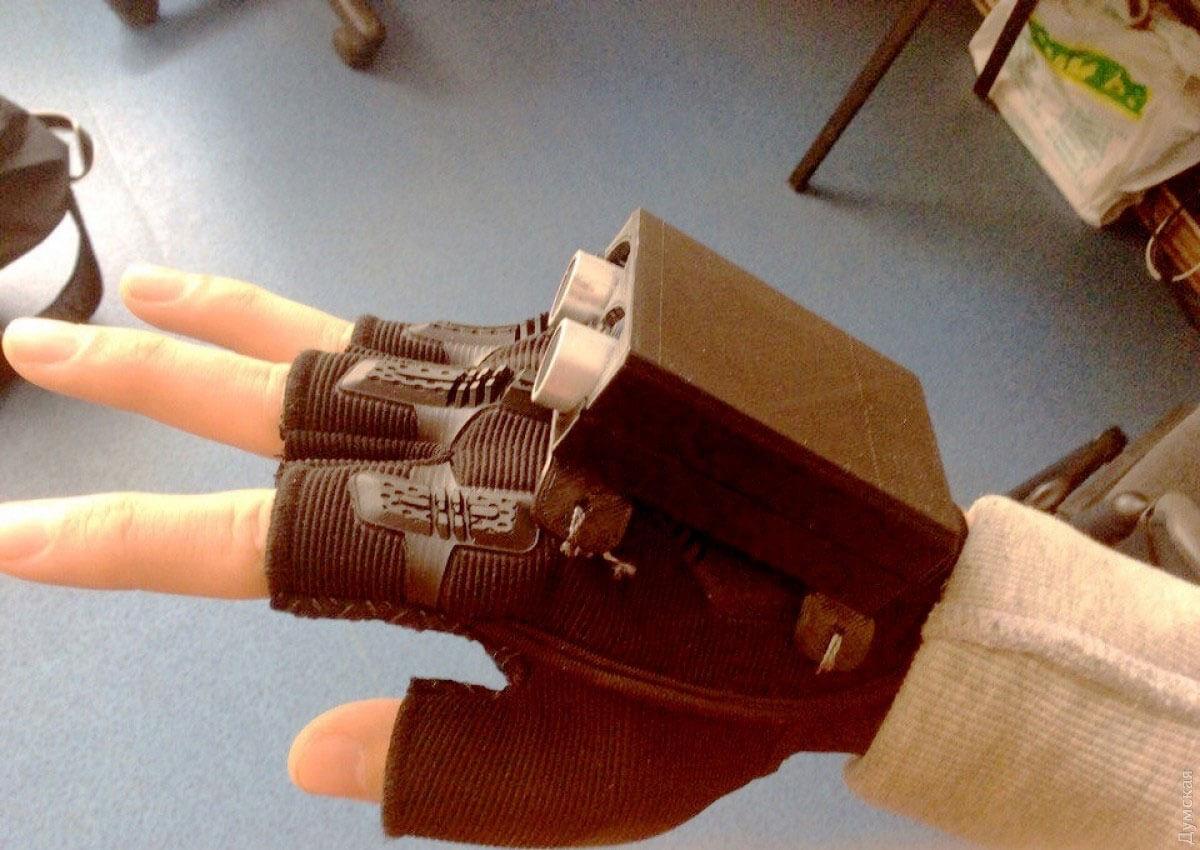 Одесские школьники создали «умную» перчатку, которая облегчит жизнь незрячим людям
