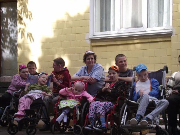 Школа на півжиття: останній дзвоник у особливих дітей. смілянський інтернат, особливими потребами, соціалізація, інвалід, інвалідність