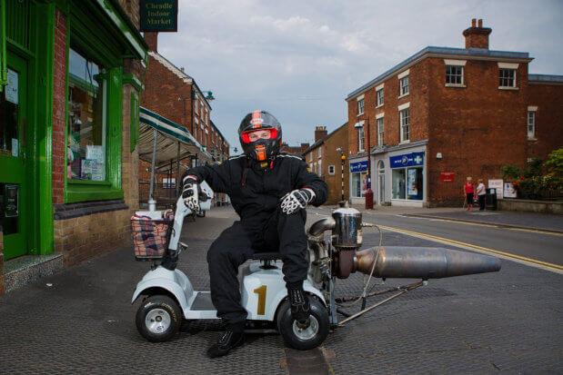 Британский инженер создал реактивный скутер для инвалидов. том бегнелл, дрэг-рейсинг, изобретение, инвалид, реактивный скутер