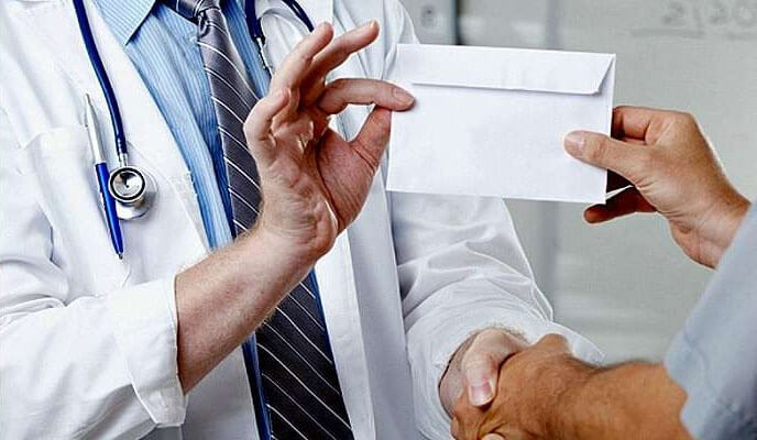 На Рівненщині засуджено завідувача відділенням лікарні, який одержав понад 2 тис грн неправомірної вигоди