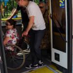 """Світлина. Депутат Ніна Павлюк: «Ми з колегами побачили зміни, які місто робить в плані доступності, але ще є над чим працювати"""". Безбар'ерність, інвалідність, доступність, пандус, Мариуполь, візочник"""