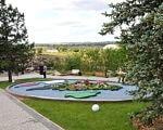 На Хортиці відкрили першу чергу унікального для України реабілітаційного парку (ВІДЕО). хортиця, доступність, особливими потребами, реабілітаційний парк, інвалід, tree, outdoor, grass, sky, plant, flower, sport, garden, park, golf. A group of people in a park
