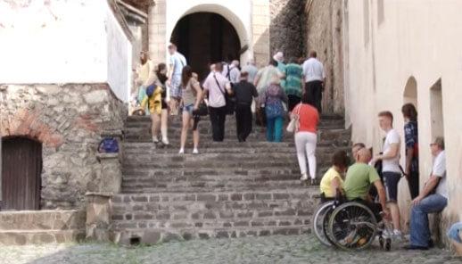 Як туристи з інвалідністю долали бар'єри Мукачівського замку (ВІДЕО)