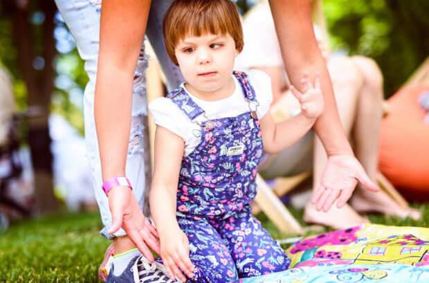 Світ, який ніколи не буде колишнім. особлива дитина, діагноз, соціалізація, інвалідність, інклюзія, person, toddler, clothing, human face, child, baby, little, girl, boy, playground. A little girl holding a baby