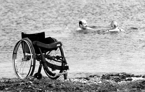Маріупольці з інвалідністю відкрили пляжний сезон