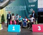 Херсонка Яна Лєбєдєва здобула гран-прі з легкої атлетики у Парижі. париж, яна лєбєдєва, легка атлетика, міжнародні змагання, інвалід, clothing, person, suit, man, sign, standing, podium. A group of people standing in front of a sign
