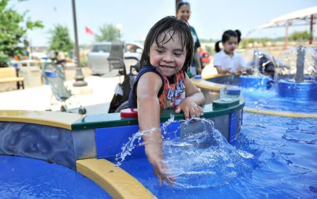 У США відкрили перший аквапарк для людей з інвалідністю: зворушливі фото. morgan's inspiration island, острів натхнення моргана, сша, аквапарк, інвалідність