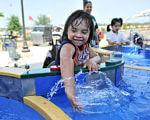 У США відкрили перший аквапарк для людей з інвалідністю: зворушливі фото. morgan's inspiration island, острів натхнення моргана, сша, аквапарк, інвалідність, sky, swimming, outdoor, toddler, person, water, child, boy, clothing, baby. A girl in a pool of water