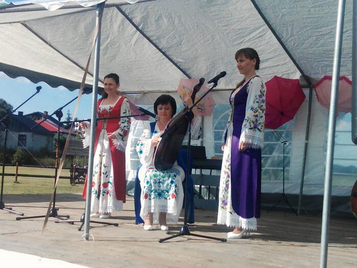 Луцькі музиканти дарували свій талант учасникам спеціалізованого родинного пікніка у Польщі (ФОТО)