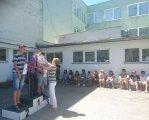 Закарпатські спортсмени-інваліди перемогли на міжнародному турнірі в Словаччині. словаччина, міжнародні змагання, параолімпієць, турнір, інвалід, building, outdoor, person, clothing, footwear, man, woman. A group of people standing in front of a building