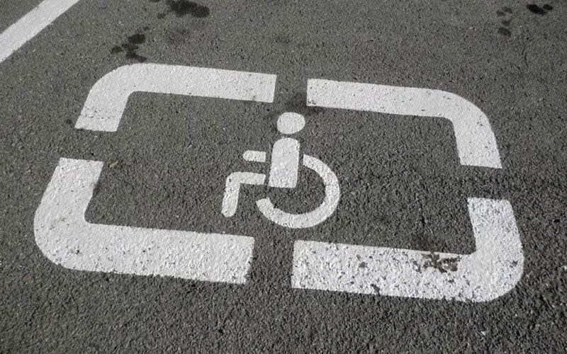 Рада збільшила штраф за паркування на місцях для інвалідів
