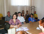 В Олександрії відбувся ярмарок вакансій для громадян з інвалідністю. олександрія, працевлаштування, ярмарок вакансій, інвалід, інвалідність, person, indoor, table, human face, sitting, clothing, curtain, smile, woman, group. A group of people sitting at a table