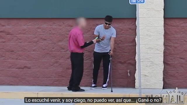 Сліпий хлопець попросив у перехожого допомоги з лотерейним квитком. Підсумок експерименту жахає! (ВІДЕО)