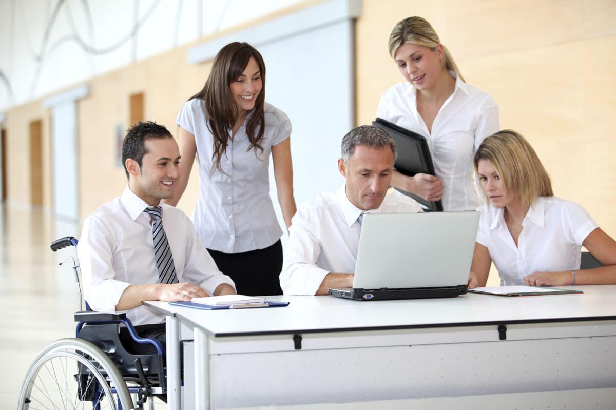 Поєднання зусиль служби зайнятості та роботодавців допомагає та сприяє працевлаштуванню осіб з інвалідністю