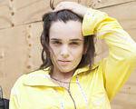 Александра Кутас о том, как покорить Нью-Йорк. александра кутас, нью-йорк, инвалидность, контракт, модель, person, yellow, clothing, human face, girl, fashion accessory, fashion. A girl wearing a yellow shirt